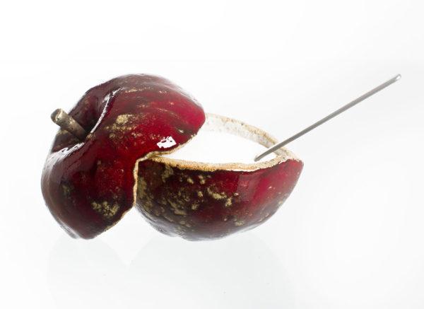 cukiernica w kształcie jabłka