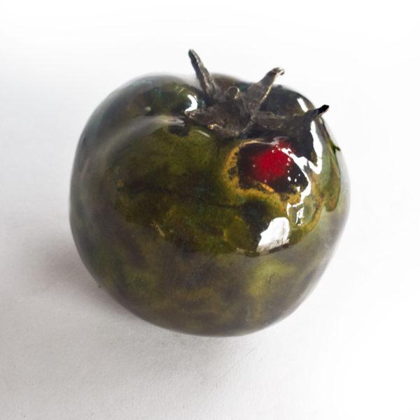 zielony, szkliwony ceramiczny pomidor