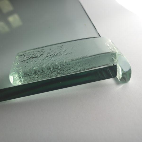 szklany element wykończeniowy